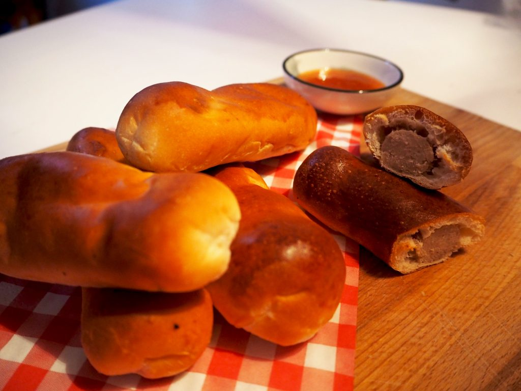 WINACTIE CARNAVAL: win 3x een zak worstenbroodjes van Meneer de Bakker