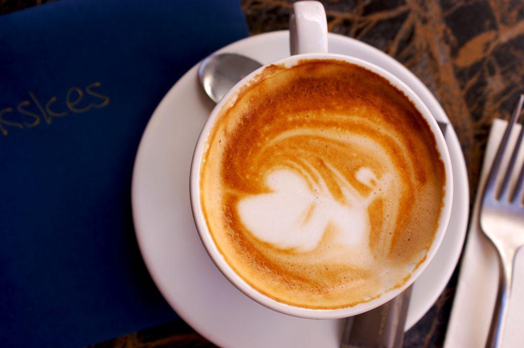 koffie drinken bij Côte Bar bistro