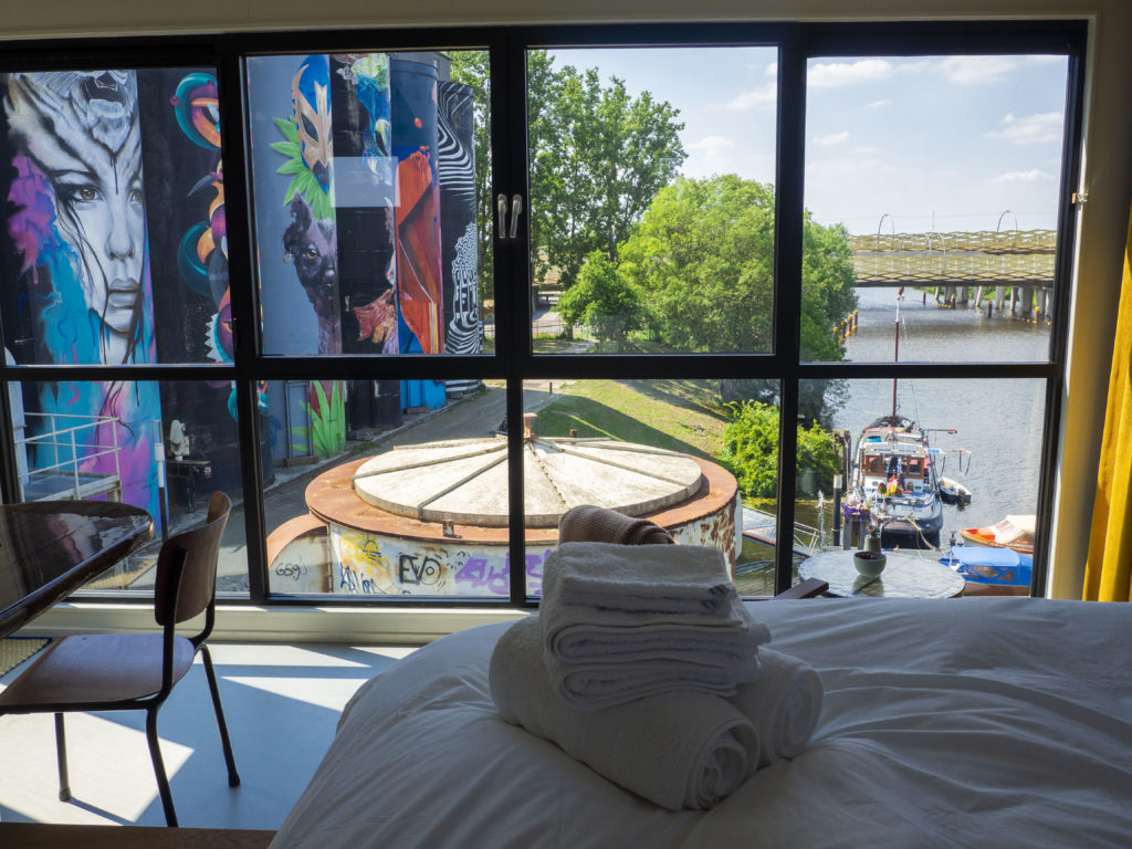 De Bossche Kraan: slapen in een hijskraan met een geweldig uitzicht op 's-Hertogenbosch